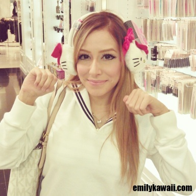 meow I want these Hello Kitty earmuffs at Forever 21!